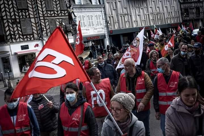 MOTION DES ENSEIGNANTS GREVISTES LE 5 OCTOBRE A AUXERRE